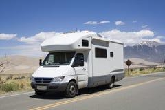 Rv que conduz ao grande parque nacional de dunas de areia Imagem de Stock