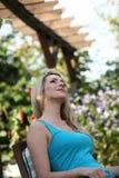 Rêverie se reposante de belle femme Photo stock