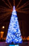 A árvore de ano novo feita das luzes do bokeh Fotografia de Stock Royalty Free