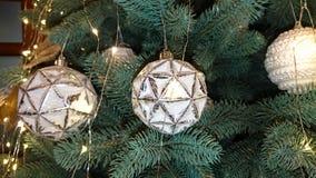?rvore de Natal belamente decorada Fundo do feriado imagens de stock