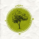 Árvore tirada mão no crachá do círculo Etiqueta amigável e orgânica de Eco do produto Emblema da natureza do vetor Foto de Stock Royalty Free