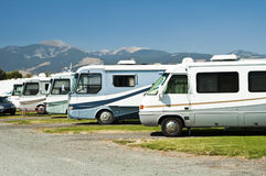 RVs in een kampeerterrein stock fotografie