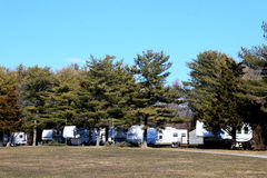 RVs på campingplats royaltyfri foto