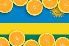 Rwanda flagga i citrusfruktskivahorisontalram arkivfoton