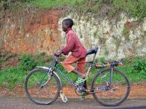 Rwandyjska chłopiec na Bycycle Fotografia Royalty Free