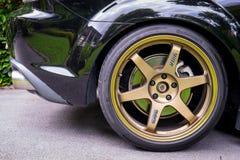 RX8佩带Volk光芒TE37金黄18英寸外缘 库存图片