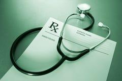 RX Verordnungformular und -stethoskop Lizenzfreies Stockbild