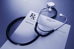 RX voorschriftvorm en stethoscoop op roestvrij Royalty-vrije Stock Foto
