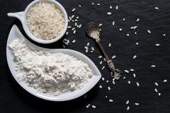 Ryżowa i ryżowa mąka na powierzchni iłołupek zdjęcia royalty free