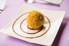 Ryżowa onigiri truskawka faszerująca Zdjęcie Royalty Free