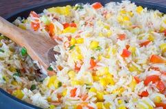 Ryżowa sałatka z kukurudzą i warzywami Zdjęcia Royalty Free