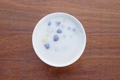 Ryżowej mąki piłka w słodkim kokosowym mleku, Bua Loi Tajlandzki deser Fotografia Royalty Free