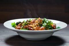 Ryżowi kluski z kurczakiem, pieczarki mun i warzywami, przygotowywają zdjęcie royalty free