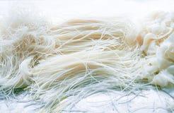 Ryżowi wermiszel, Ryżowi kijów kluski, Szeroki Ryżowych klusek texture/wzór na białym tle zdjęcie royalty free