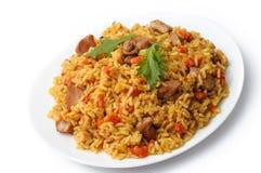 Ryżowy pilaf z mięsa i warzyw odgórnym widokiem na talerzu isolate Obrazy Stock