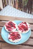 Ryżowi krakers z marmoladowym Zdjęcia Royalty Free