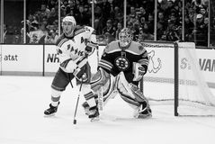 Ryan Callahan v. Tim Thomas Photographie stock libre de droits