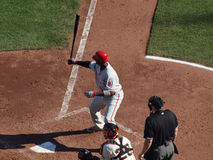 Ryan Howard retient 'bat' dans le ciel Photographie stock libre de droits