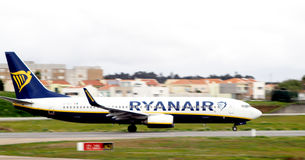Ryanair aeroplain land on aeroport Stock Image