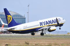 Ryanair air lines elevation maniobre leaving the airport Stock Photography