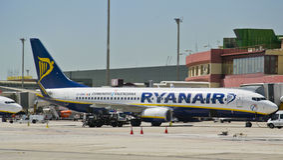 Ryanair, Boeing 737-800 geparkt stockfotografie