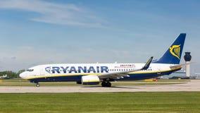Ryanair Boeing 737-8AS que prepara-se para decolar no aeroporto de Manchester Fotos de Stock Royalty Free