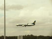 Ryanair Boeing 737-800 débarquant dans Stansted Images libres de droits