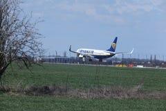 Ryanair Boeing 737-800 EI-FTP jet landing Royalty Free Stock Photos