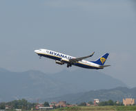 Ryanair Boeing 737-800 entfernend Stockfoto