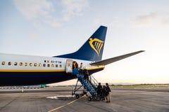 Ryanair Boeing 737-800 flygplan i Dublin Airport Royaltyfria Bilder