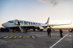 Ryanair Boeing 737-800 flygplan i Dublin Airport Royaltyfri Foto