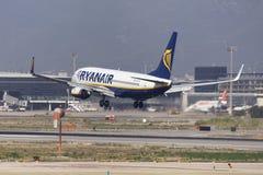 Ryanair Boeing 737-800 landend in Barcelona Lizenzfreies Stockfoto
