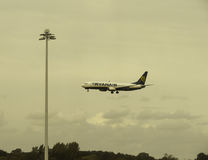 Ryanair Boeing 737-800 landend in Stansted Stockfoto