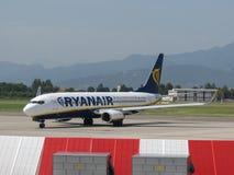 Ryanair Boeing 737-800 roulant au sol en Orio al Serio Photos stock