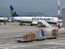 Ryanair Boeing 737-800 som tar av Royaltyfri Fotografi