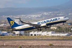 Ryanair Boeing 737-800 stijgt van het Zuidenluchthaven van Tenerife op op 31 Januari, 2016 Royalty-vrije Stock Fotografie