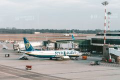 Ryanair EI-DAK που σταθμεύουν στον αερολιμένα του Μιλάνου Malpensa, Ιταλία στοκ εικόνες