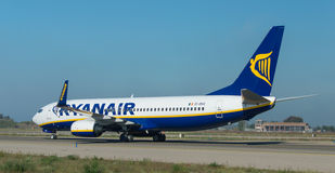 Ryanair en la pista Imágenes de archivo libres de regalías