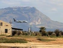 Ryanair Flugzeug in der Landung Lizenzfreies Stockbild
