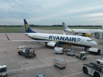 Ryanair flygplan Arkivbild