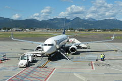 Ryanair flygplan Boeing 737-800 Fotografering för Bildbyråer
