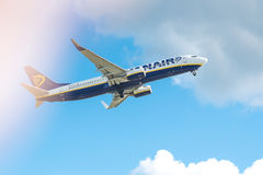 Ryanair flygplan Boeing 737-8AS EI-DJL Arkivfoton