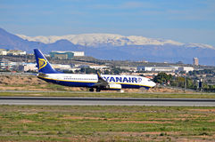Ryanair sob a neve Foto de Stock