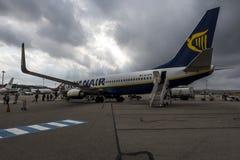 Ryanair-vliegtuig bij de luchthaven van Marseille, Frankrijk stock fotografie