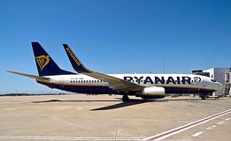 Ryanair-vliegtuig bij een luchthaven royalty-vrije stock foto's