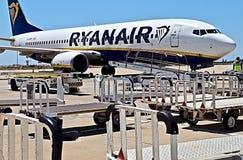 Ryanair-vliegtuig bij een luchthaven royalty-vrije stock afbeeldingen