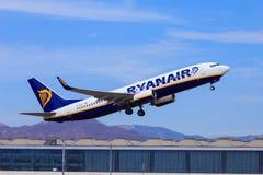 Ryanair voyagent en jet le décollage Images stock