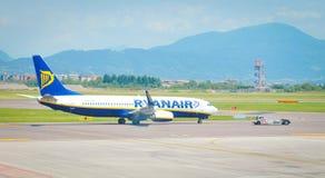 Ryaniar lot przy lotniskiem Fotografia Royalty Free