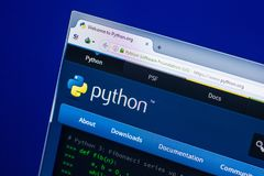 Ryazan, Ρωσία - 29 Απριλίου 2018: Αρχική σελίδα του ιστοχώρου Python στην επίδειξη του PC, url - Python org στοκ εικόνες με δικαίωμα ελεύθερης χρήσης