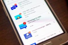 Ryazan, Ρωσία - 4 Μαΐου 2018: Αγγελιοφόρος για το εικονίδιο SMS στον κατάλογο κινητών apps στην επίδειξη του τηλεφώνου κυττάρων Στοκ Εικόνα